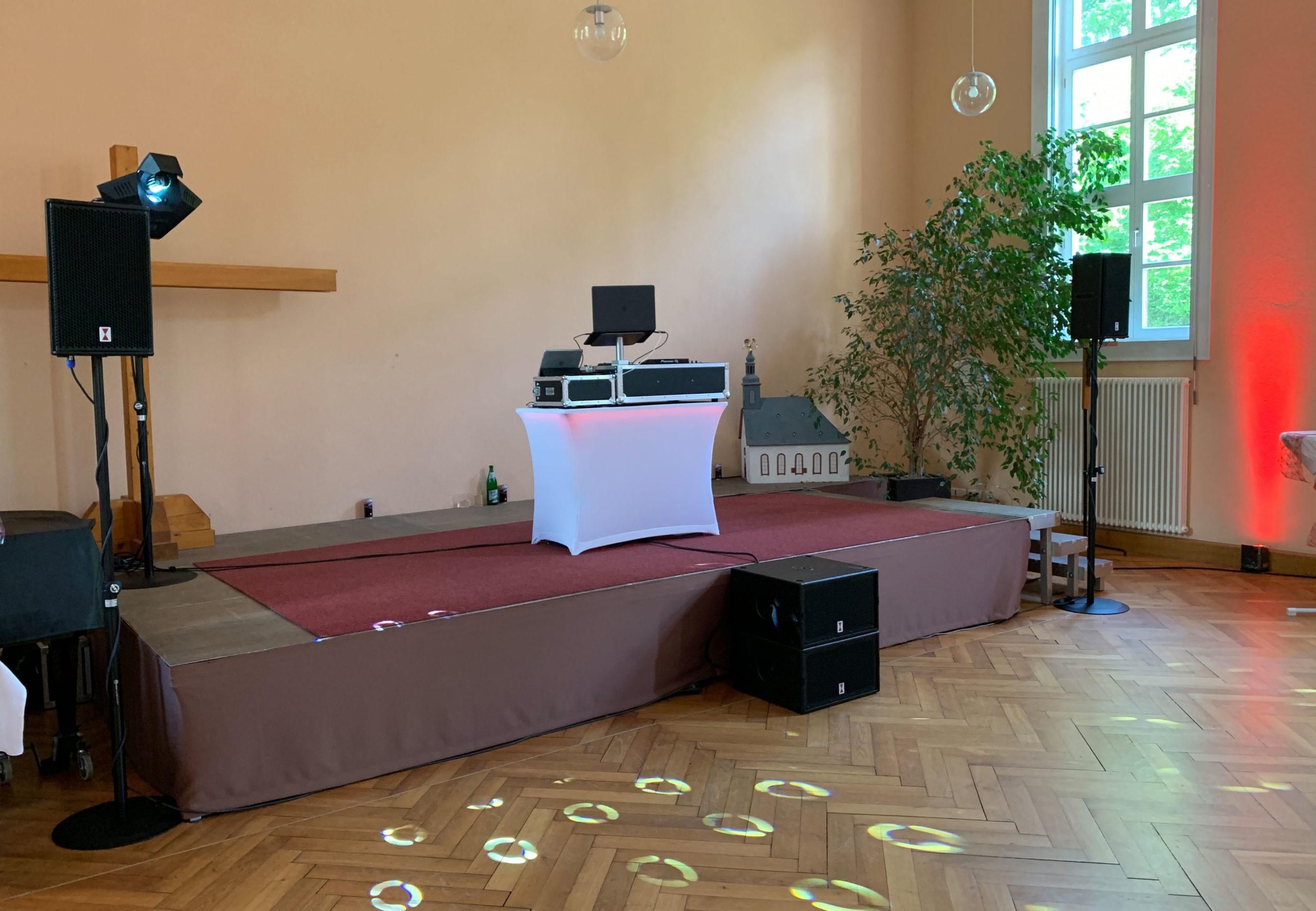 1 DJ-Aufbau-1300x900